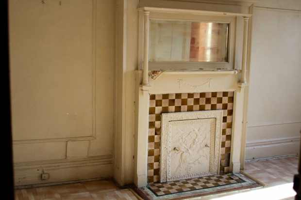 1 Bedroom fireplace