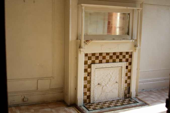 1 Bedroom fireplace