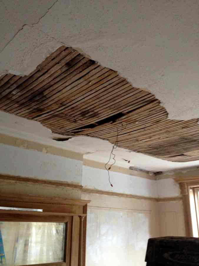 8 Bedroom Cracked Plaster